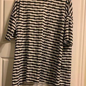 XL LuLaRoe Irma black and white